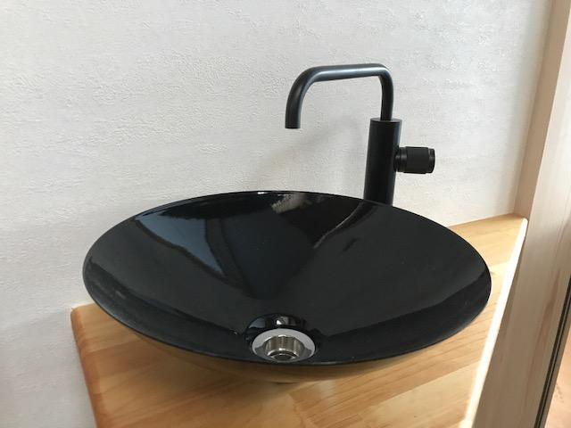 「斜の家」の水栓&洗面器
